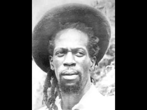 Gregory Isaacs – When Hungry Walks -@- Youreggae.com