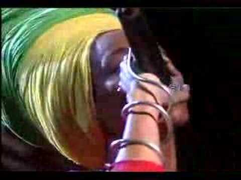 Jimmy Cliff & Erykah Badu – No Woman No Cry