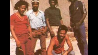Bob Marley & The Wailers (The Gladiators Cover) Live, New York, 1985 – War, No More Trouble.