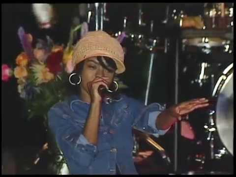 Lauryn Hill with Ziggy Marley and the Melody Makers « Killing Me Softly »