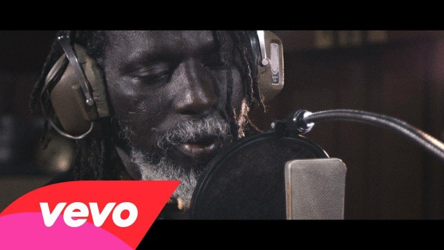 Tiken Jah Fakoly feat Ken Boothe – Is It Because I'm Black ?
