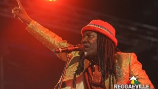 Alpha Blondy – Peace In Liberia – Official Video Live 2015
