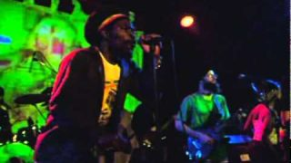Apple Gabriel feat Groundation – Why You So Craven – Live
