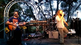 Marcus Gad – Don't You Know – live @ Mas des escaravatiers 3/8/2016 YouReggae.com